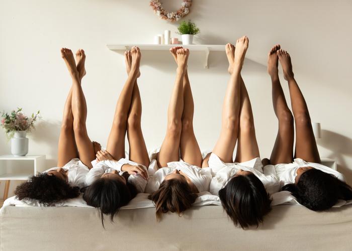 mulheres de perna pro ar