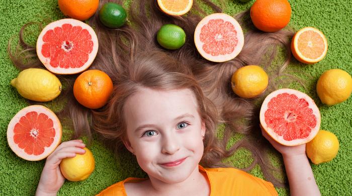 Sucos naturais , frutas, criança saudável alimentação