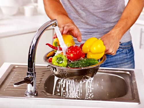 Aprenda como lavar frutas e verduras da maneira correta